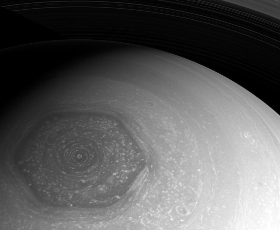 Saturn South Pole Saturn's mysterious ...